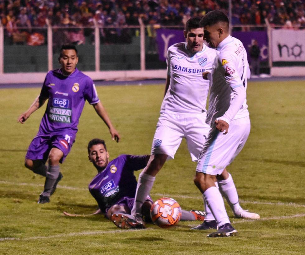 Bolívar se  llevó un empate con ayuda del árbitro