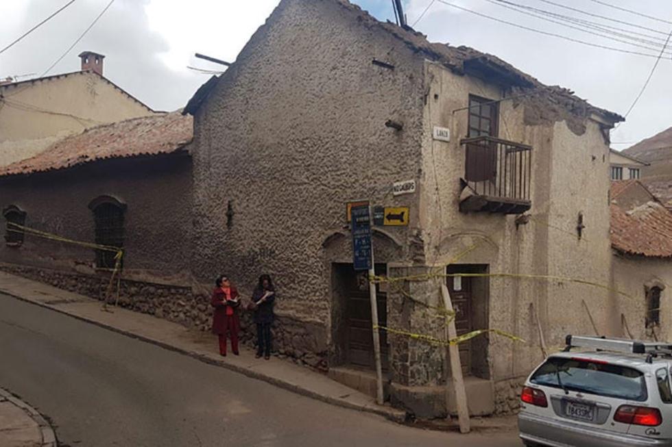 Las concejalas Ugarte y Fuertes visitaron la edificación y verificaron el daño.