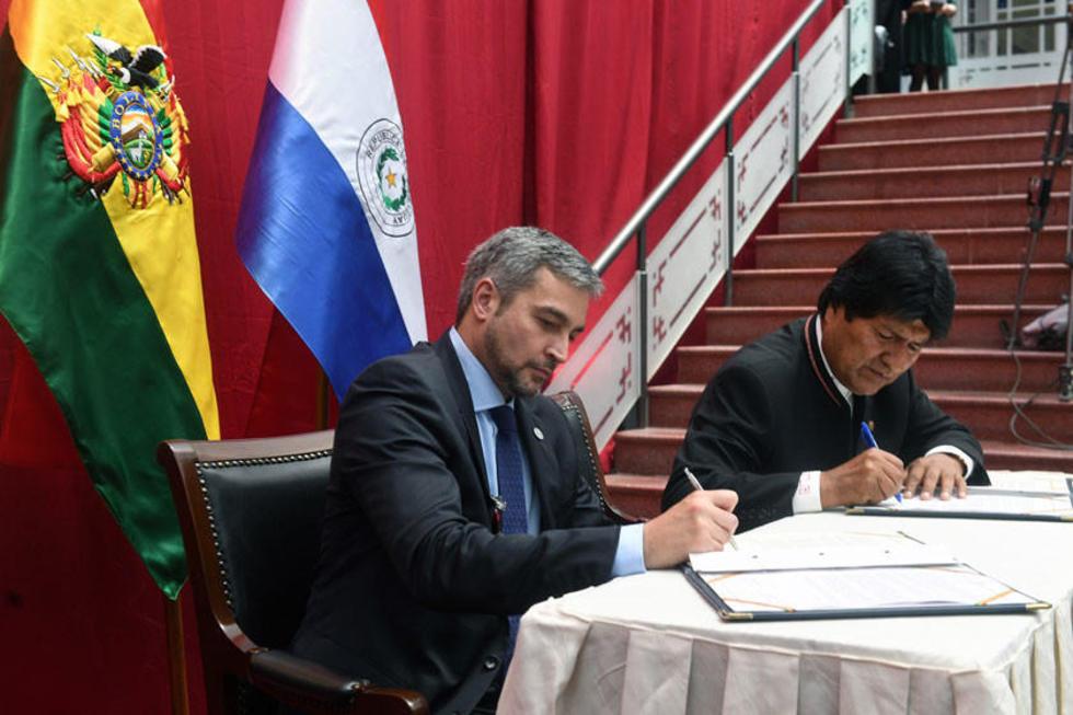 Los presidentes Mario Abdo Benítez y Evo Morales Ayma, en la Gobernación de Oruro.
