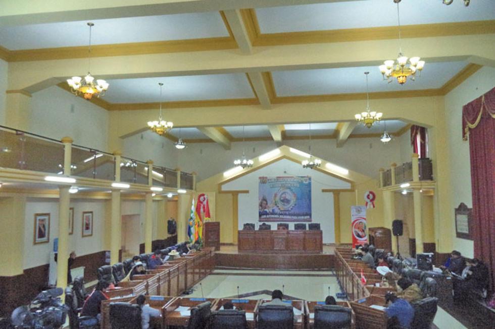 Los asambleístas que aprobaron el convenio solicitado por la Gobernación.