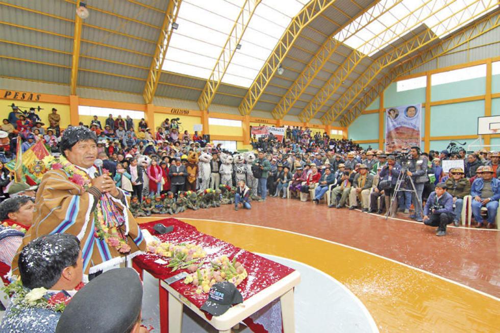 El presidente también entregó obras de construcción de dos unidades educativas durante su estancia en Potosí.