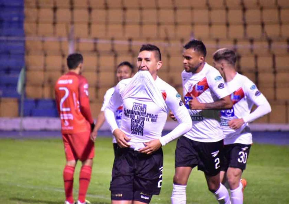 Vladimir Castellón festeja uno de sus goles.