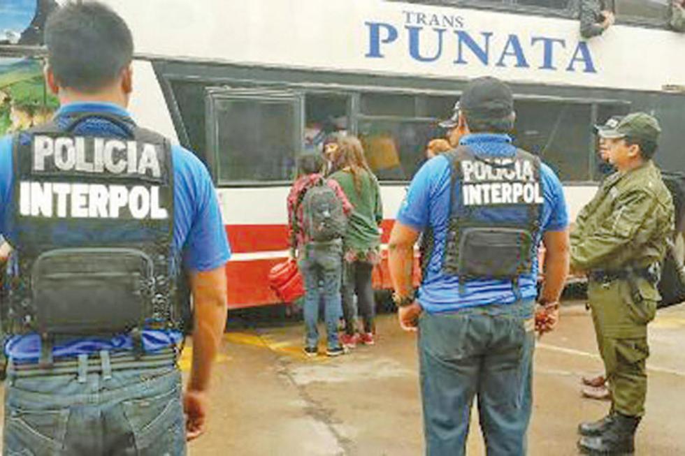 Interpol expulsa a ocho extranjeros de Potosí por su ilegal estadía