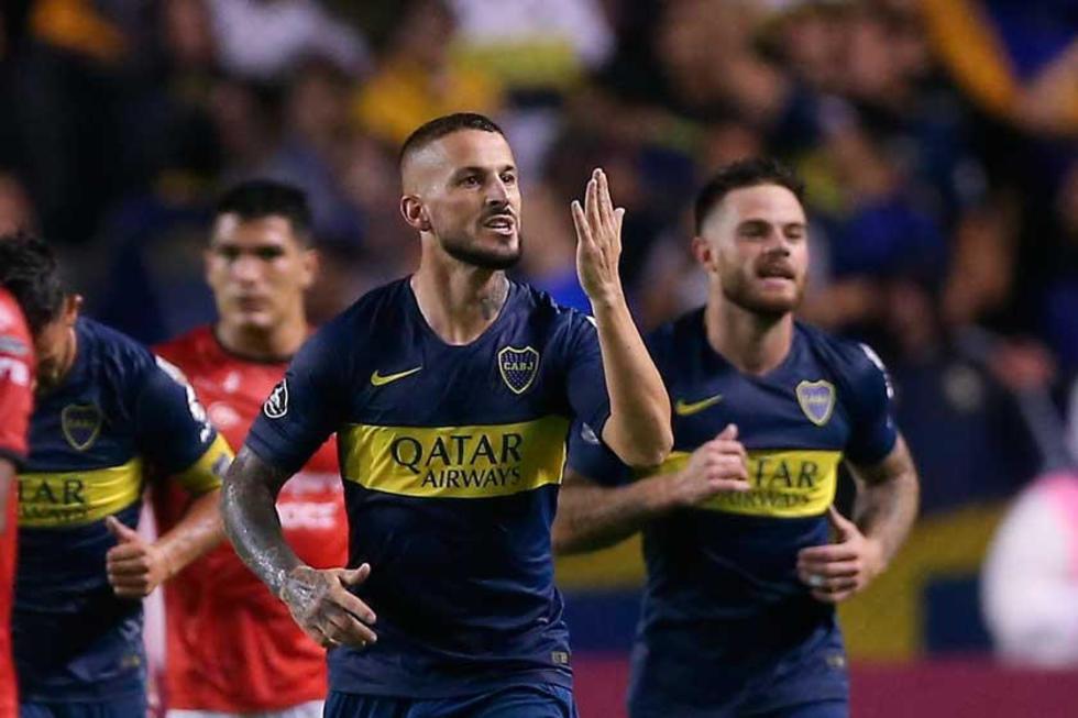Dario Benedetto (c) de Boca Juniors celebra su gol en el partido del grupo G de la Copa Libertadores.