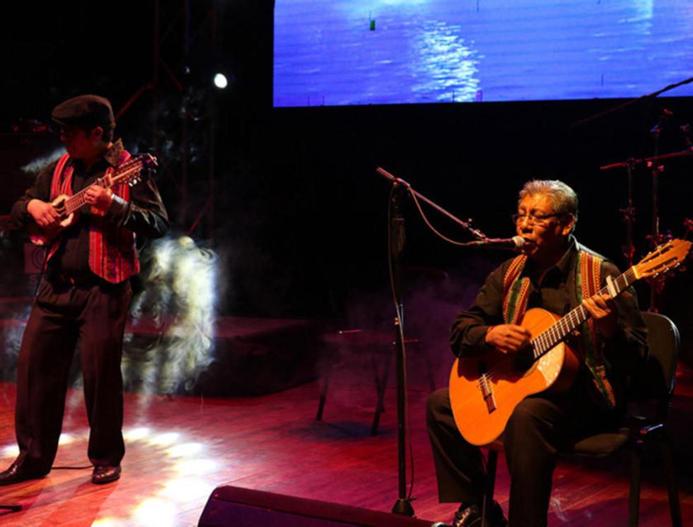 Se luce el charango en festival de grandes artistas
