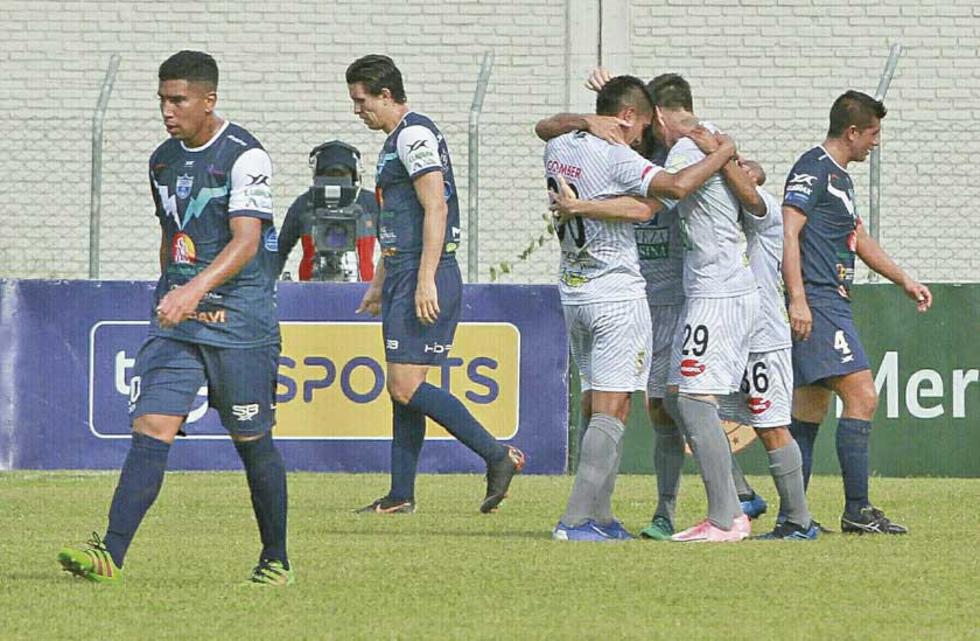 Los jugadores lilas celebran el gol de Juan Vogliotti.
