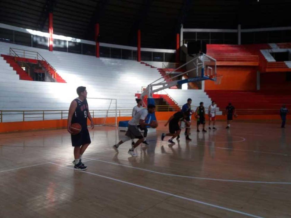 El equipo en plena práctica.