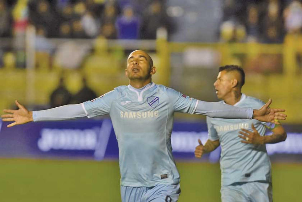 Marcos Riquelme celebra su gol.
