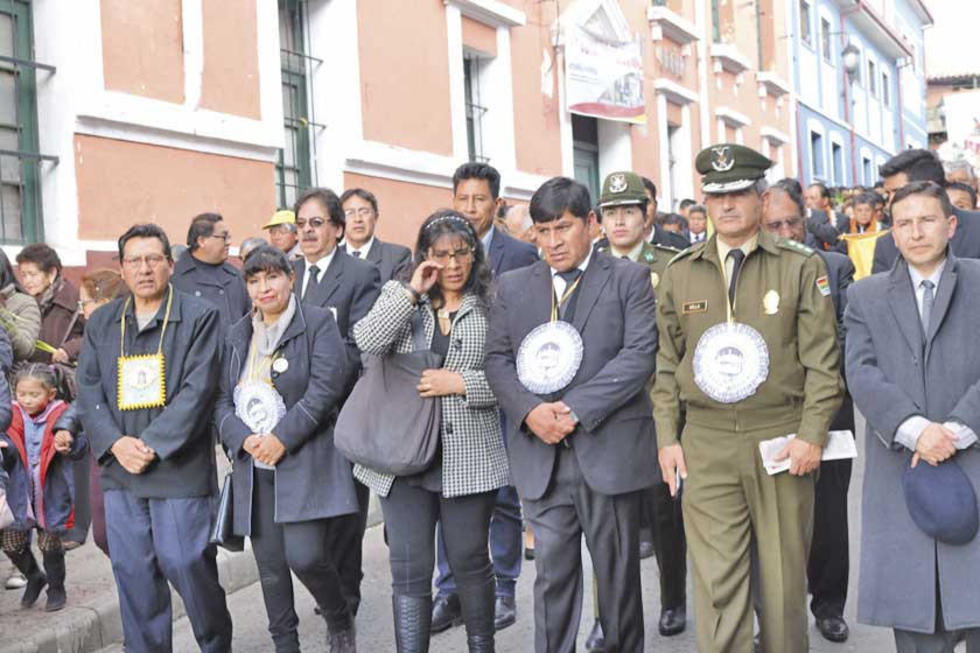 Las autoridades que encabezaron la procesión.