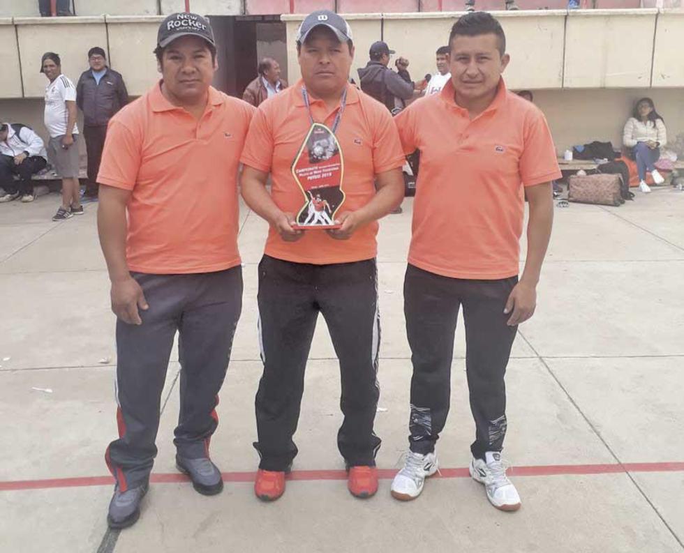 Los vencedores en Seniors 35 años Jordán Fajardo, Carlos Fajardo y Mario Panoso.