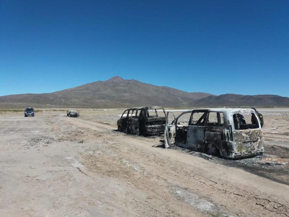 Tres de los cinco vehículos quedaron hechos chatarra.