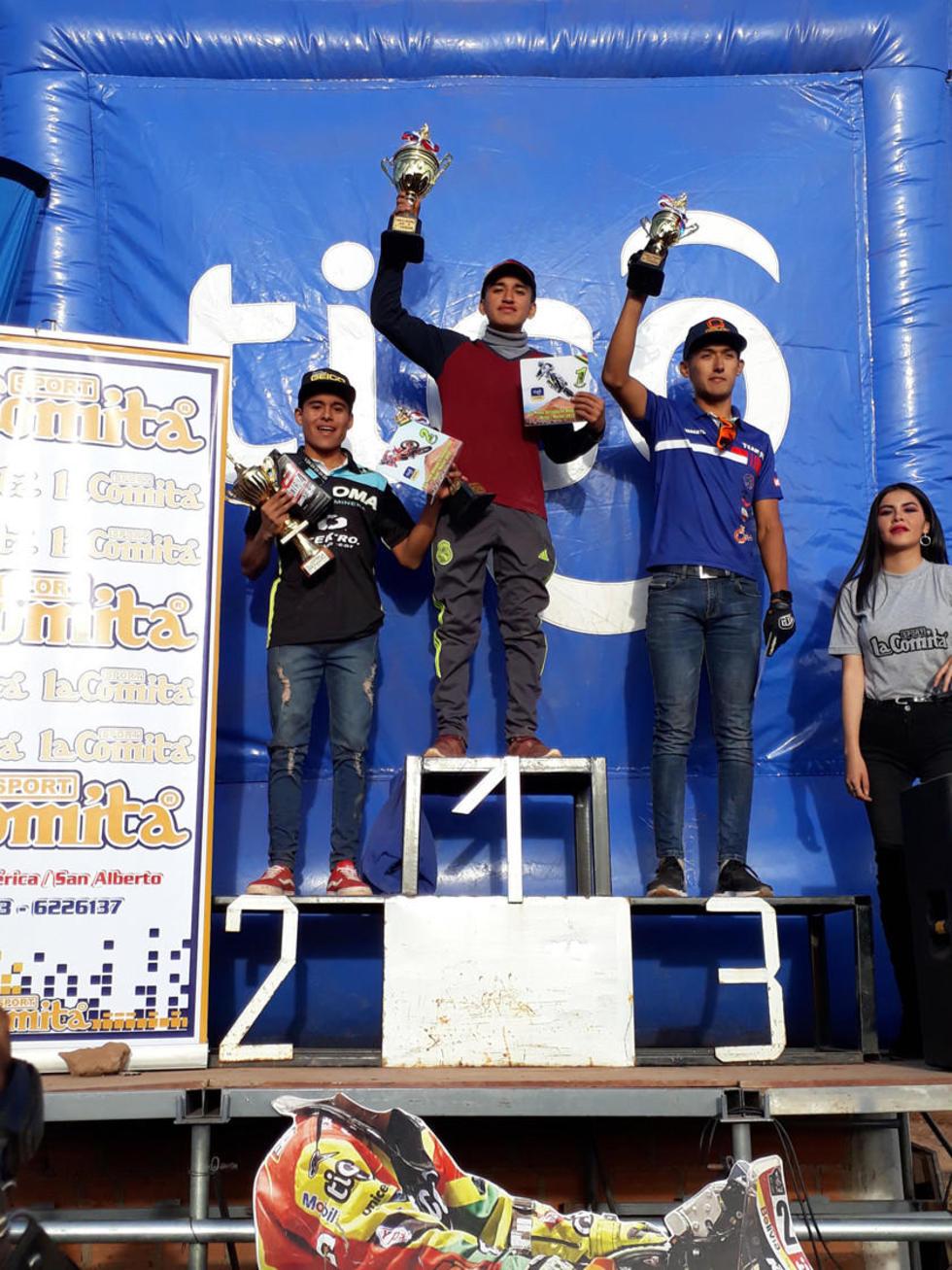 Daniel Casillas, Marco Rocha y Roberto Callejas en el podio de la MX-2.