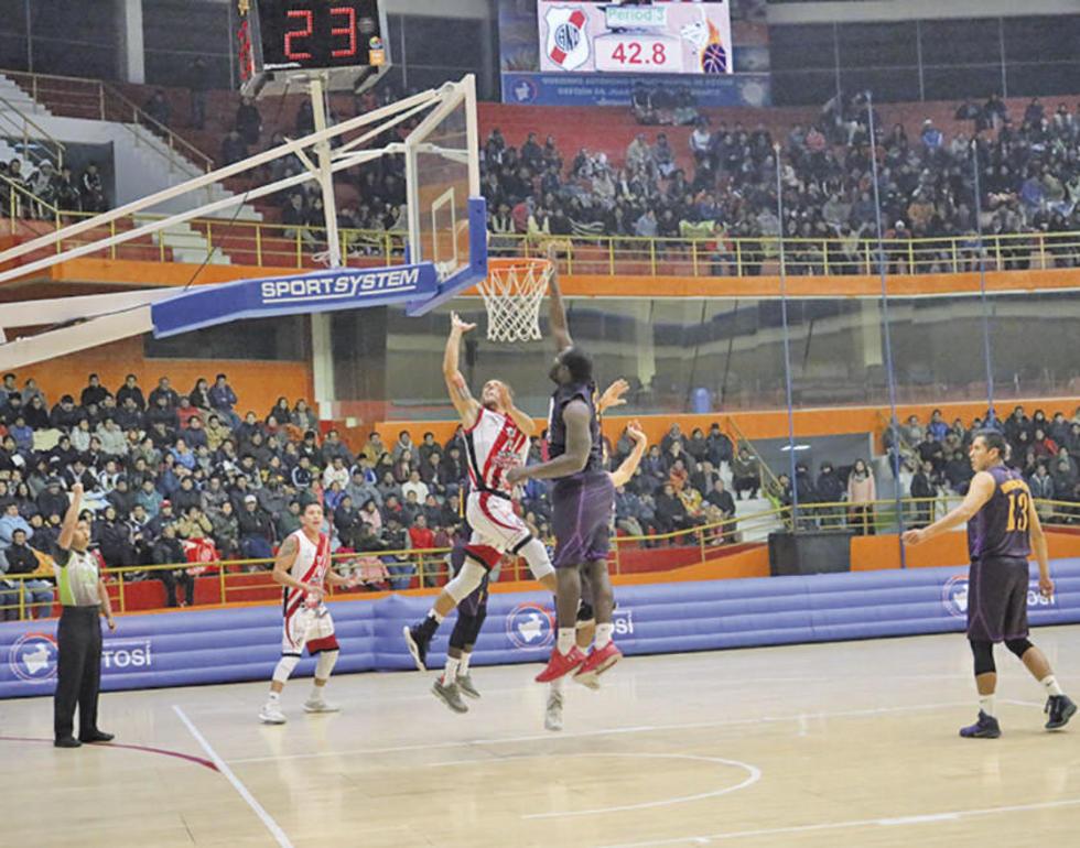 Nacional da primer golpe en la final del básquet
