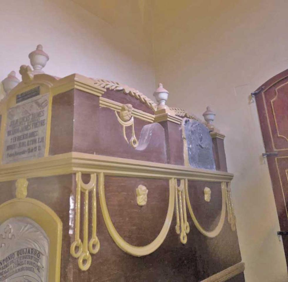 Las paredes del mausoleo recibieron una mano de pintura.