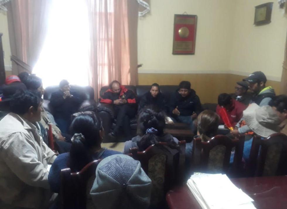 Dirigentes de los vendedores en reunión con concejales.