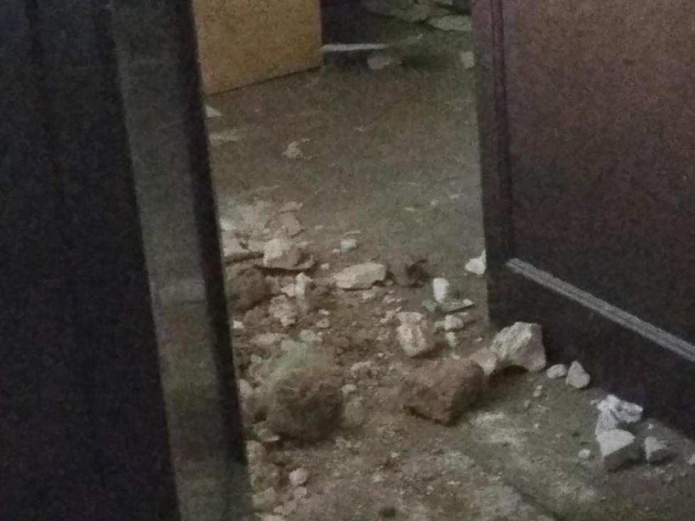 Encontramos escombros en una pieza y se enojaron cuando tomamos fotos.