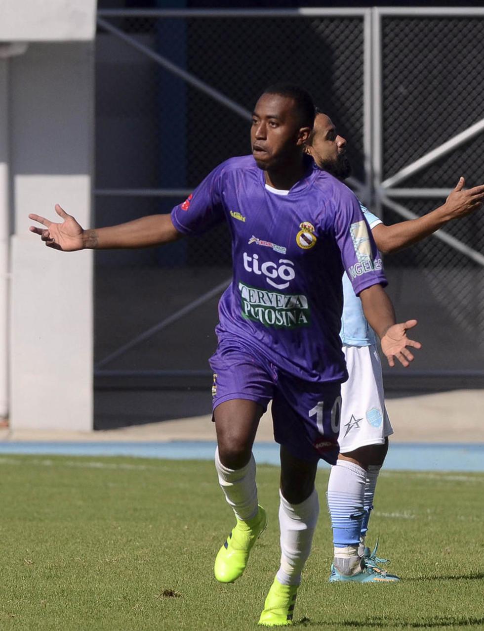 Jaime Arrascaita, de Real, celebra su gol.