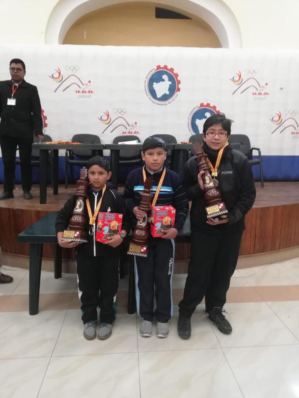 Licael  Ticona, Zahid Ramos y Hanns Silva ganadores de la categoría Absoluto.