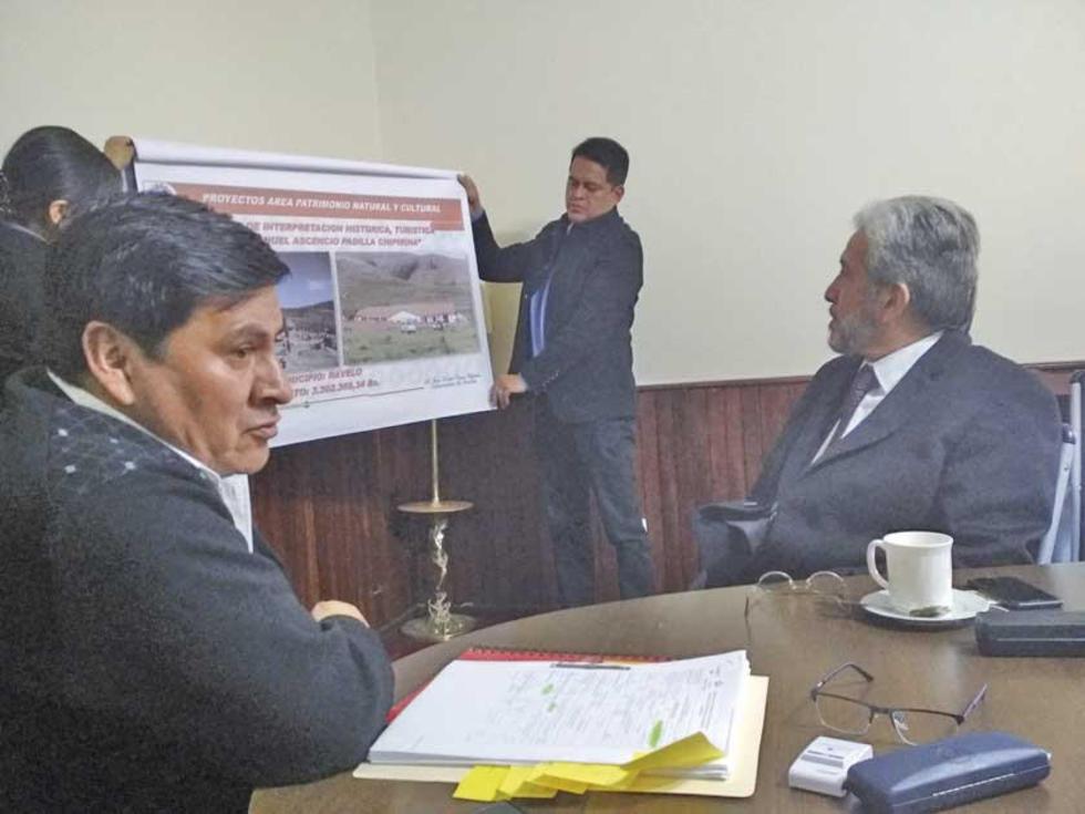 Cejas le mostró a Cergio Prudencio el trabajo que se realiza para recuperar el patrimonio.