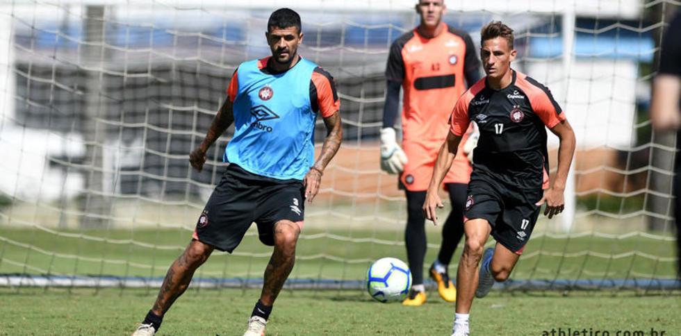 Paranaense y River Plate inician en Brasil la disputa por el título de la Recopa