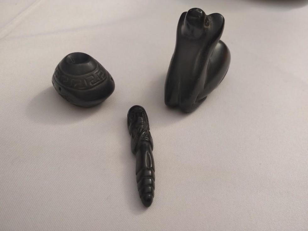 Tres de las piezas encontradas por Hugo Boero Rojo.