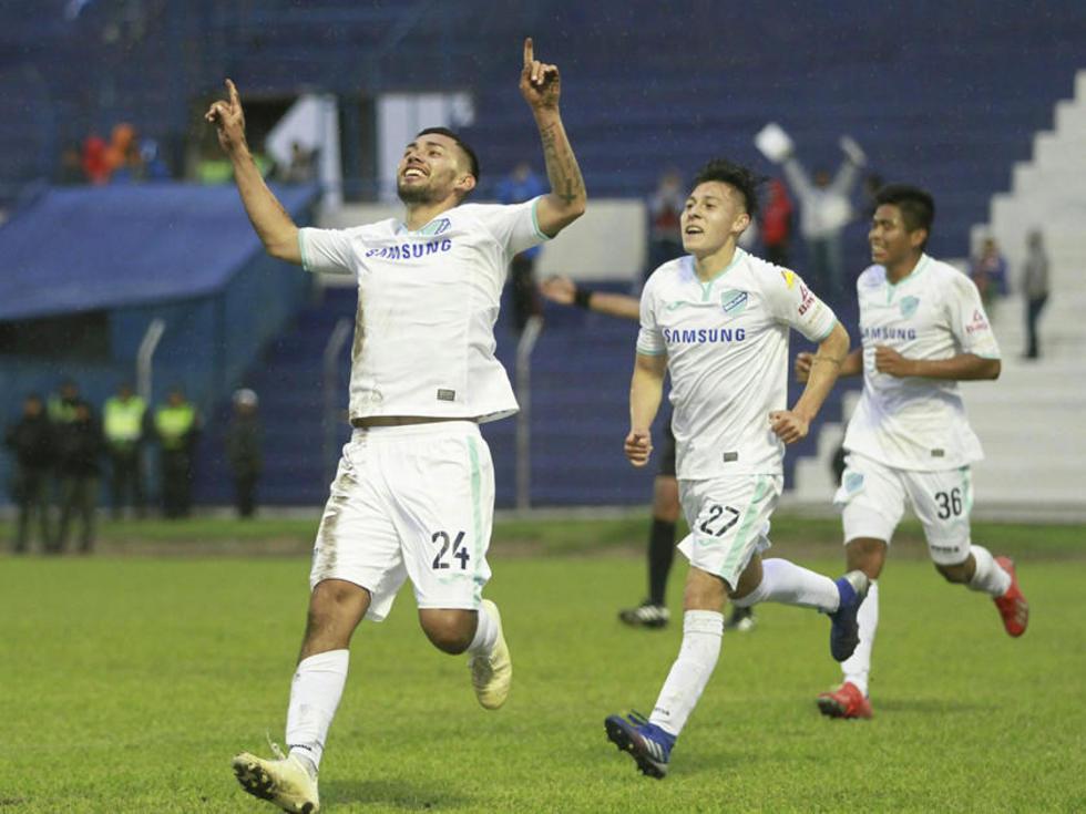 Hernán Rodríguez festeja el gol del triunfo.