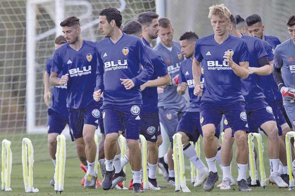 Los jugadores de Valencia durante su última práctica.