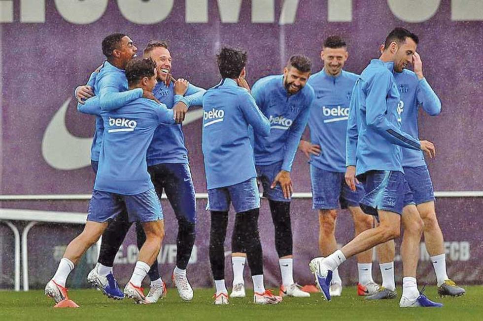 Los jugadores de Barcelona durante su última práctica.