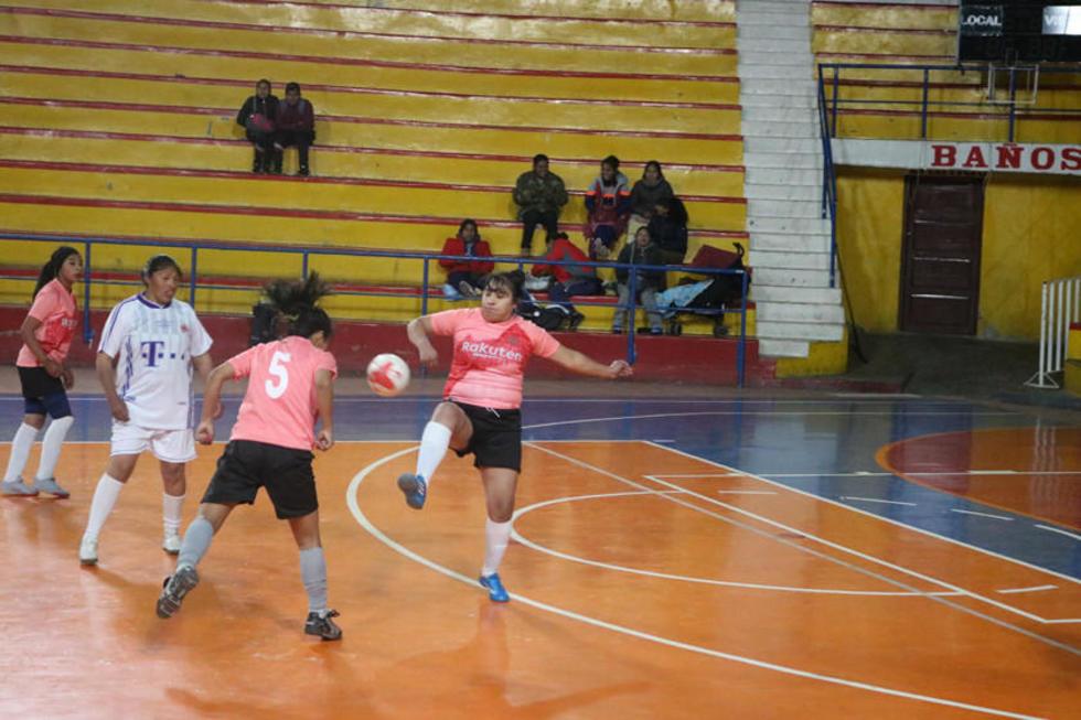 El plantel del Mercado Campesino ganó 2-0 a Cantumarca.