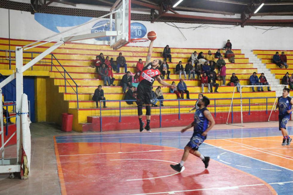 Nacional Potosí y Leones juegan final de básquet  de la AMB