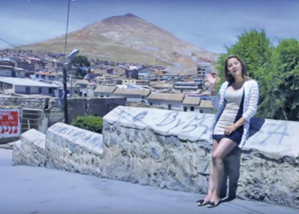 Cinthia en uno de los videos de su cuenta de Youtube.