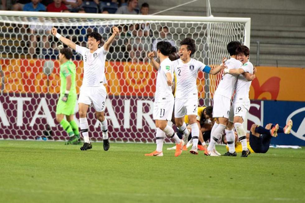 Los jugadores coreanos celebran su victoria sobre Ecuador.