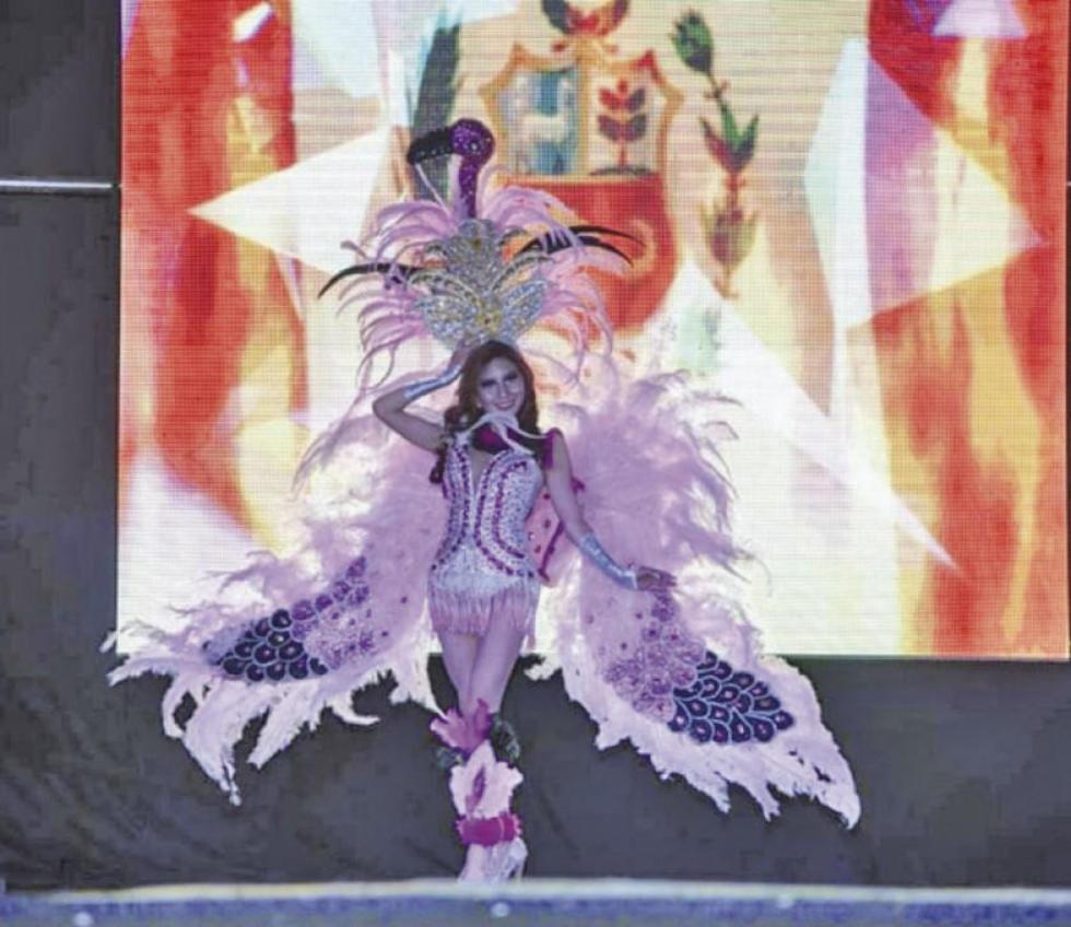 El traje fue inspirado en el flamenco rosado de la Laguna Colorada.