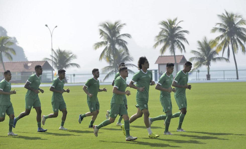 Los jugadores durante la práctica de fútbol de la víspera.