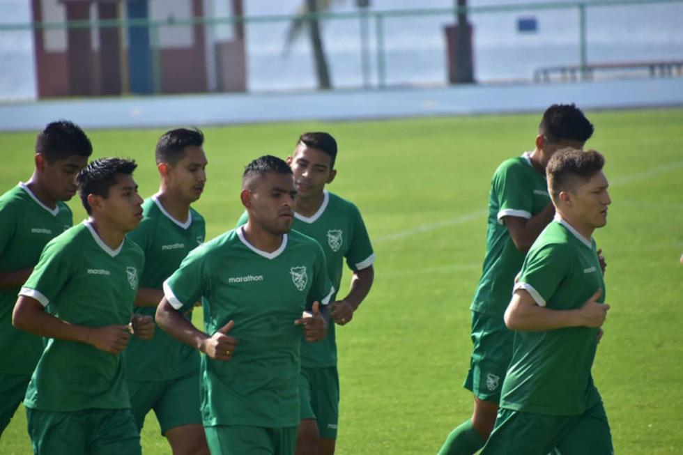 Los jugadores de la selección boliviana durante su entrenamiento.
