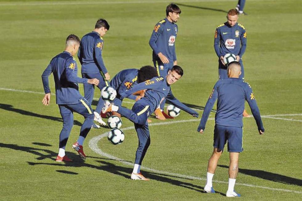 Los jugadores brasileros durante su entrenamiento.