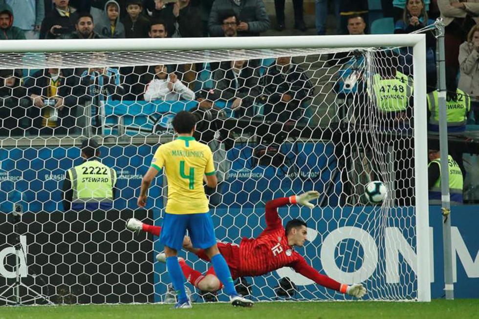 Marcos Correa anota para Brasil.