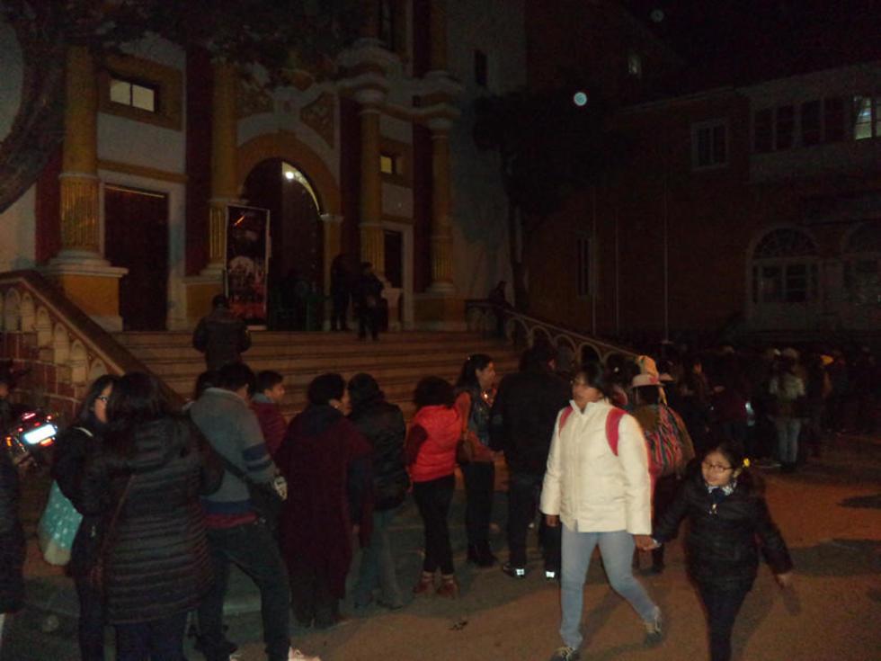 Los visitantes hicieron largas filas para ingresar.