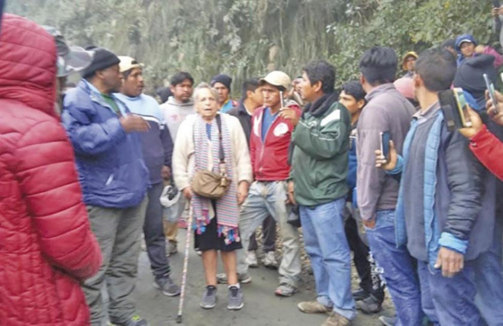 La presidenta de Apdhb se reunió ayer con los movilizados.