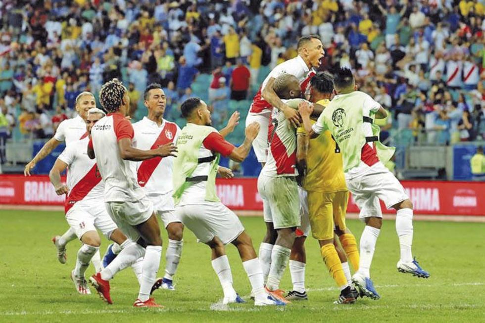 Los jugadores incaicos celebran la victoria.