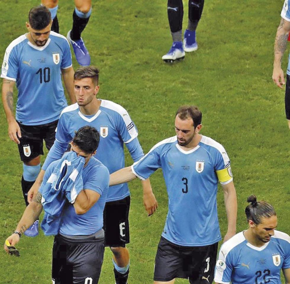 Los uruguayos lamentan la derrota.