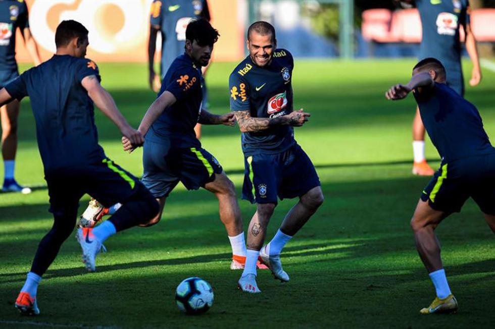 La selección brasileña durante su entrenamiento.