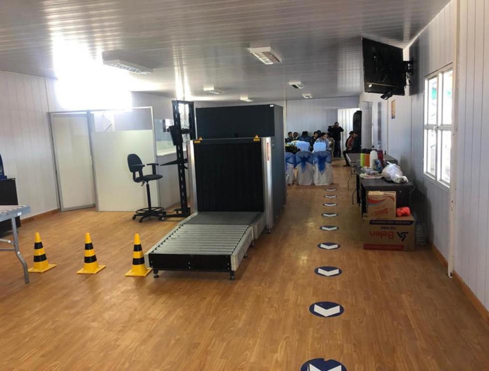Equipo de scaner para el control de equipajes de los que llegan de Chile.