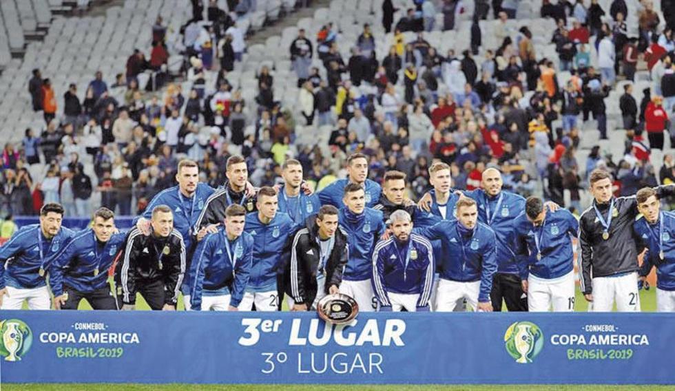 Los jugadores argentinos posan para la foto del recuerdo.