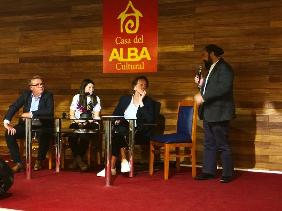La comisión llegó a Bolivia para un evento internacional de turismo.