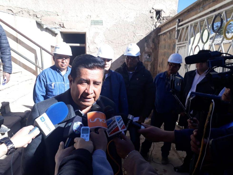 """Salinas ya está en la Villa Imperial e inspeccionó el viejo estadio """"Potosí"""""""