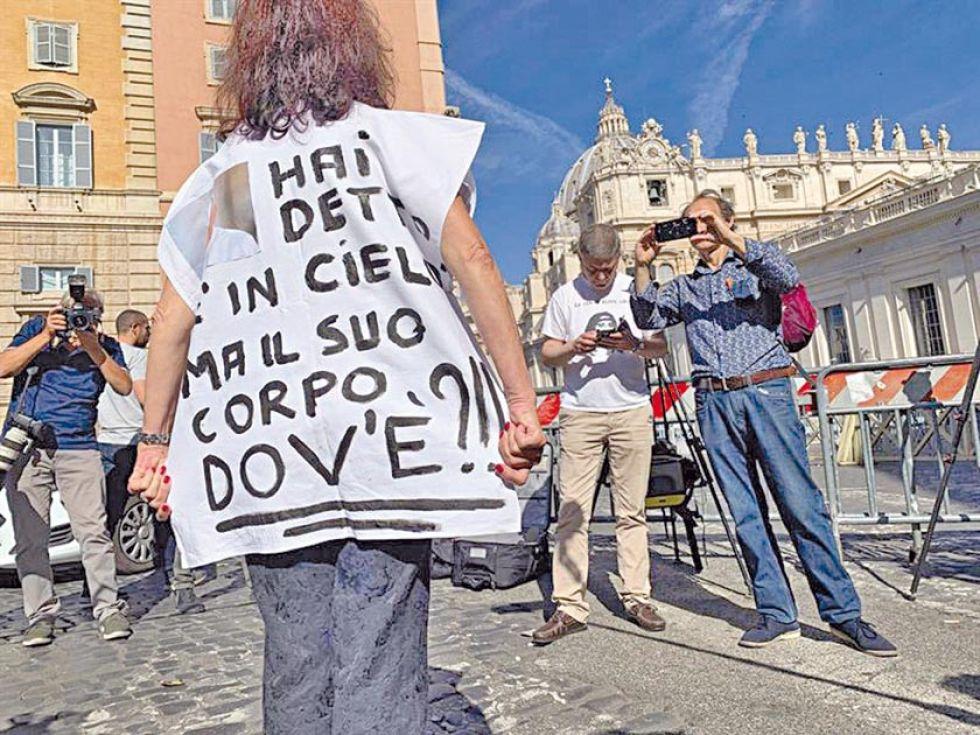 Buscan a joven desaparecida en cripta del Vaticano