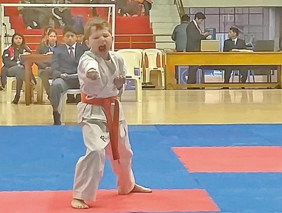 Karatecas se enfrentan hoy  en combates cuerpo a cuerpo