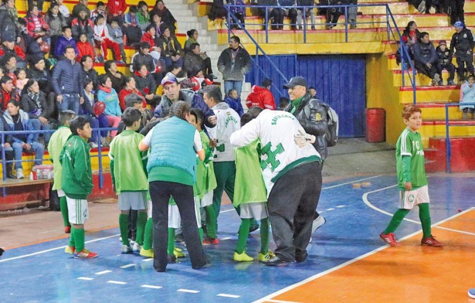 Santa Cruz se corona campeón de futsal