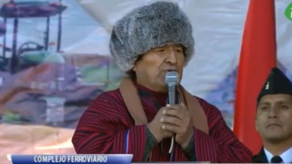 Tras desafío, Evo Morales dice que debate como pueblo
